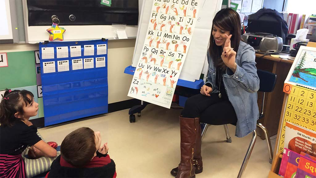 Abc Phonics Sing Sign And Read By Nellie Edge