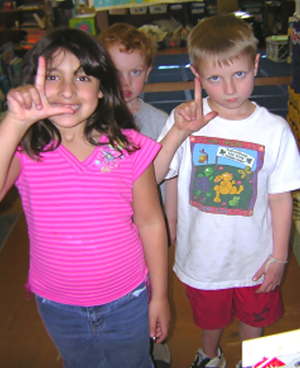 children learn sign language
