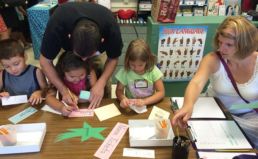 How to Have the Best Kindergarten Back-to-School Night Ever: Family Scavenger Hunt Step-by-Step